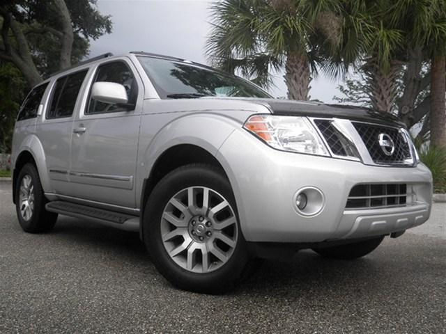 FAIRLY USED NISSAN PATHFINDER LE 2012